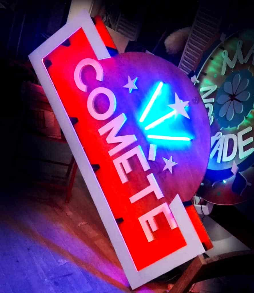 Enseigne Lumineuse Comète Festival
