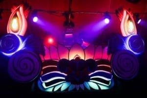 Mini Mega Stage psychédélic Cabaret Sauvage Funki Sign