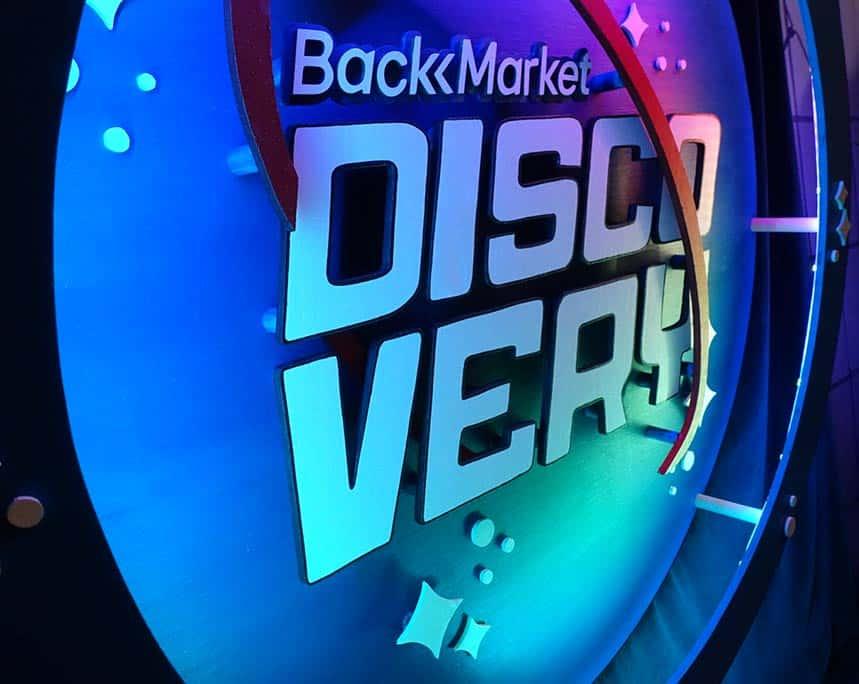 scénographie et néon sur mesure BackMarket Discovery 12