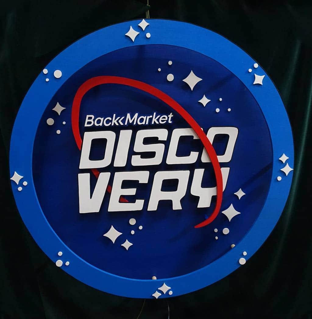 scénographie et néon sur mesure BackMarket Discovery 8