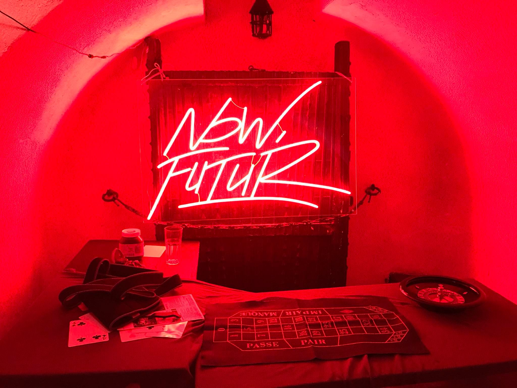 Neon sign sur mesure Now Futur 2
