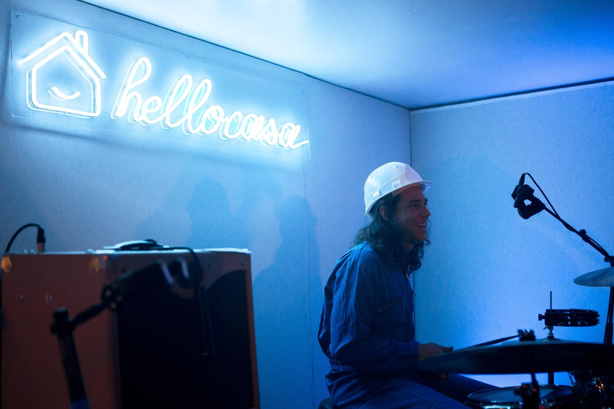scénographie et néon sur mesure hello casa 3