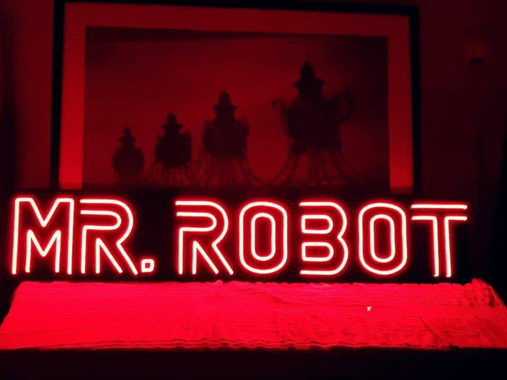 Néon sur mesure en location Mr Robot  Exemplaire
