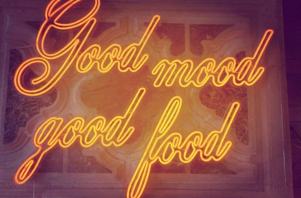 Néon sur mesure en location Good Mood Good Food