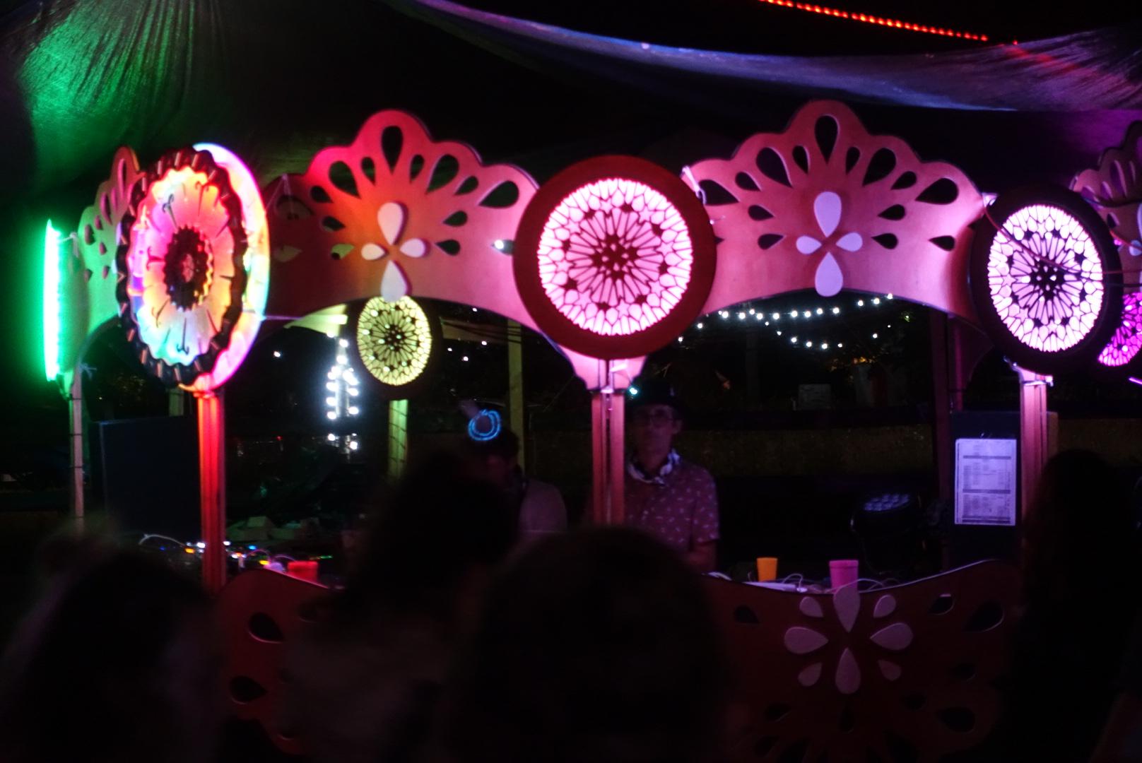 Funki sign enseignes lumineuses Coucool Festival