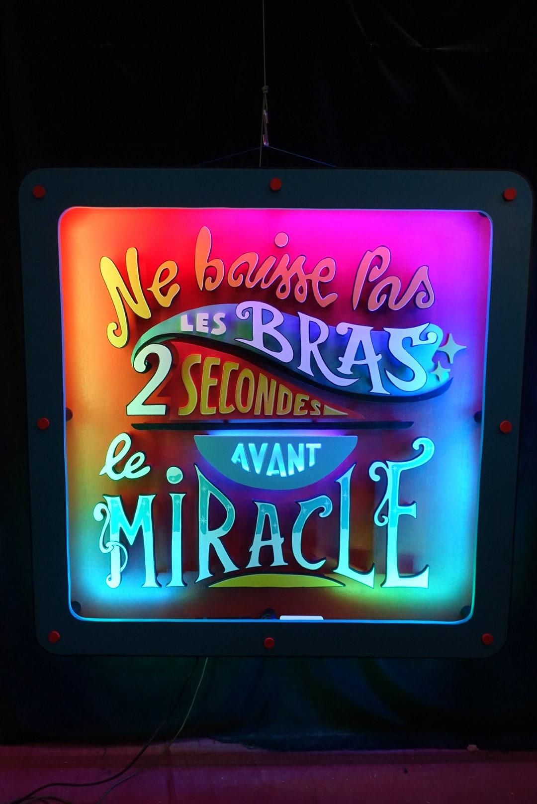 Enseigne led : Ne baisse pas les bras 2 secondes avant le miracle