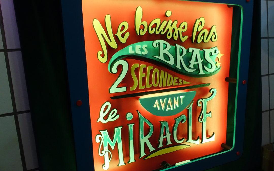 Enseigne led Ne baisses pas les bras 2 secondes avant le miracle